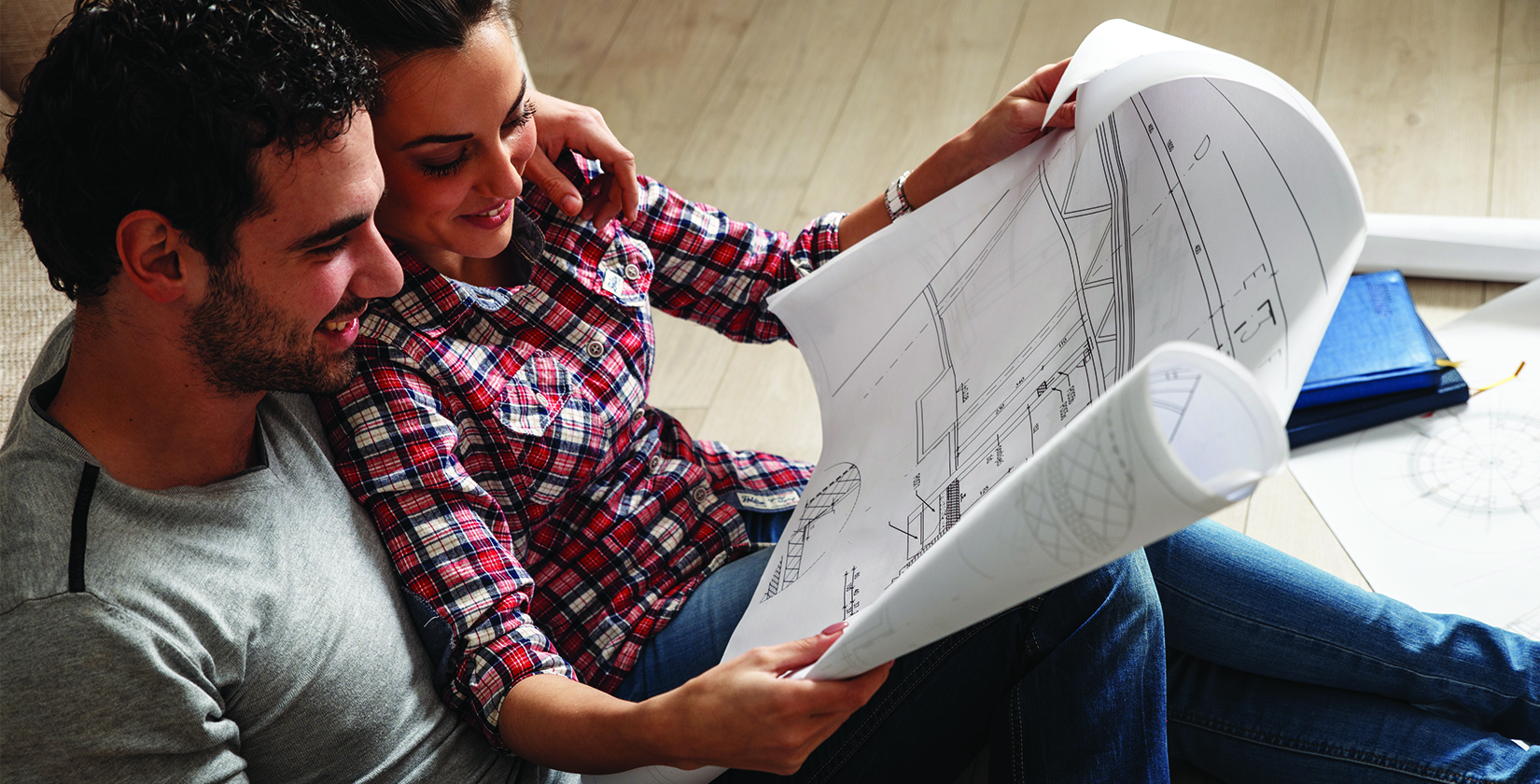 iBuildNew_couple-looking-at-house-plans