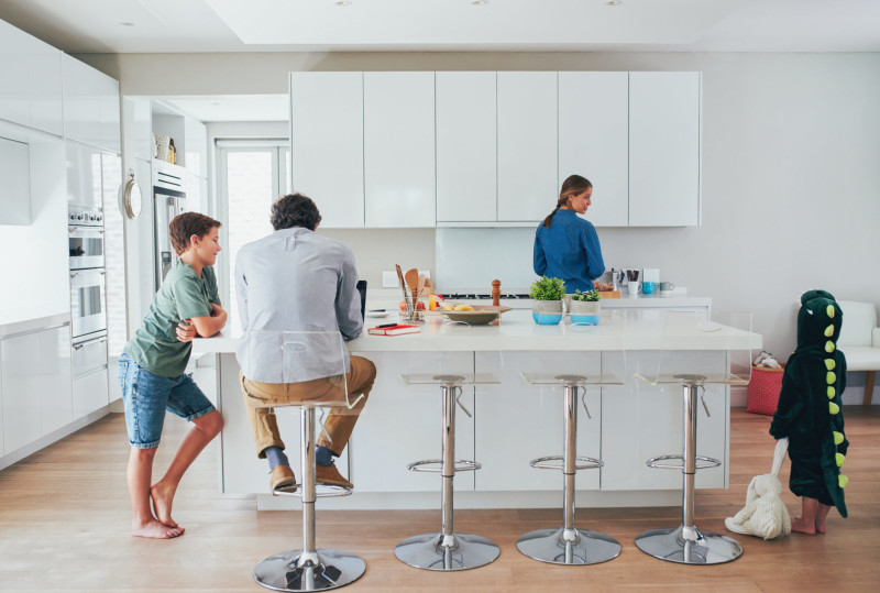 photo-family-in-kitchen-resized-for-homepage